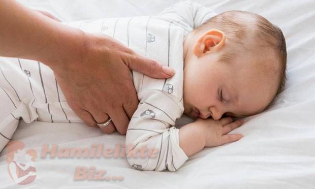 Bebeklerde Uyku Düzeni Nasıl Olmalıdır?